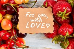 Baies et message mûrs frais d'amour Image libre de droits