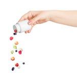 Baies se renversant hors de la bouteille de pilules Photographie stock