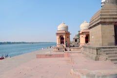 Baigner des ghats le long de rivière Narmada photo stock