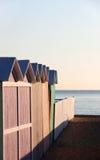 Baigner les boîtes et la barrière au coucher du soleil, vident Photo stock