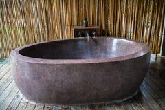 Baignoire en pierre extérieure image stock