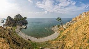 Baikal湖在夏天 贝加尔湖海岛湖olkhon俄国 户外星期天 Shamanka岩石 免版税图库摄影