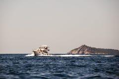 baikal łódkowatego jeziora silnika panoramiczny widok Zdjęcia Stock