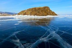 Baikal λίμνη που καλύπτεται από τον πάγο κατά τη διάρκεια των χειμωνιάτικων μηνών Στοκ φωτογραφία με δικαίωμα ελεύθερης χρήσης