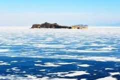 Baikal λίμνη που καλύπτεται από τον πάγο κατά τη διάρκεια των χειμωνιάτικων μηνών Στοκ φωτογραφίες με δικαίωμα ελεύθερης χρήσης