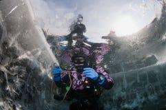 baikal πάγος δυτών Στοκ εικόνα με δικαίωμα ελεύθερης χρήσης