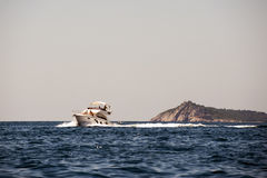 baikal πανοραμική όψη μηχανών λιμνών βαρκών Στοκ Φωτογραφίες