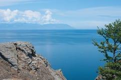 Baikal, cap Khoboy - point du sud d'île d'Olkhon Image libre de droits