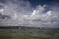baikal clouds sikt för lakeolkhonthunderstorm Royaltyfria Bilder