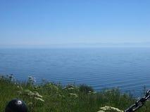 baikal lake russia Sikt från kusten Lake Baikal - den djupaste sjön i världen Arkivbild