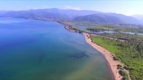 baikal lake Udde Shamanka i den Sludyanka staden i Sibirien stock video