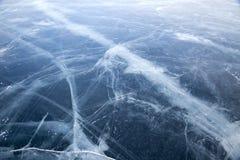 baikal lodowe wyspy olkhon czerwieni skały Pęknięcia w lodzie Baikal obraz stock
