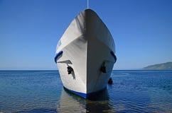Baikal, 29 RU-Juli, 2017: Het passagiers toeristische schip op Meer Baikal Royalty-vrije Stock Afbeelding