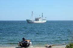Baikal, Rusland - Juli, 26 2015: Het onderzoekschip G Y Vereschagin op Meer Baikal Royalty-vrije Stock Afbeeldingen
