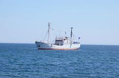 Baikal, Rusland - Juli, 26 2015: Het onderzoekschip G Y Vereschagin op Meer Baikal Stock Afbeelding