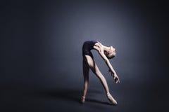 Bailado na obscuridade Fotografia de Stock