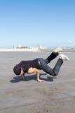 Bailarín apto del salto de la cadera Foto de archivo libre de regalías