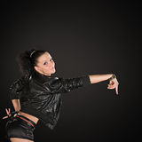 Bailarín atractivo en fondo negro Fotos de archivo libres de regalías