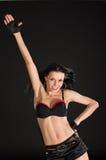 Bailarín atractivo en fondo negro Foto de archivo