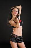 Bailarín atractivo en fondo negro Imagen de archivo