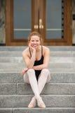 Bailarín bonito en los pasos Foto de archivo libre de regalías