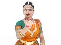 Bailarín clásico de sexo femenino de la India Fotos de archivo libres de regalías
