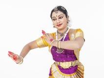 Bailarín clásico de sexo femenino de la India fotografía de archivo libre de regalías