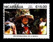 Bailarín con la máscara, año internacional de serie de la música, circa 1985 Fotografía de archivo