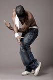 Bailarín con tatoo de la araña en su pecho Imagen de archivo