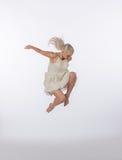 Bailarín contemporáneo rubio hermoso - salto Imágenes de archivo libres de regalías