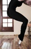 Bailarín de ballet atractivo en estudio foto de archivo