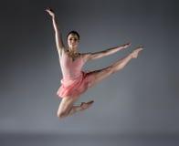 Bailarín de ballet de sexo femenino Fotos de archivo