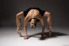 Bailarín de ballet de sexo femenino fotografía de archivo