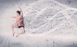 Bailarín de ballet del funcionamiento que salta con la partícula de la explosión de la energía Imágenes de archivo libres de regalías