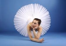Bailarín de ballet en el tutú blanco Fotos de archivo