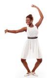 Bailarín de ballet joven del african-american en demi-plie imágenes de archivo libres de regalías
