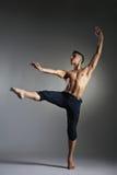 Bailarín de ballet moderno joven y elegante Fotografía de archivo libre de regalías