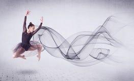 Bailarín de ballet moderno que se realiza con remolino abstracto Imagen de archivo libre de regalías