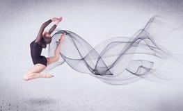 Bailarín de ballet moderno que se realiza con remolino abstracto Fotografía de archivo