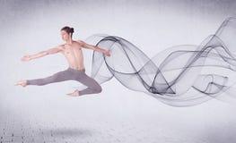 Bailarín de ballet moderno que se realiza con remolino abstracto Foto de archivo