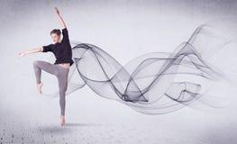 Bailarín de ballet moderno que se realiza con remolino abstracto Fotos de archivo libres de regalías