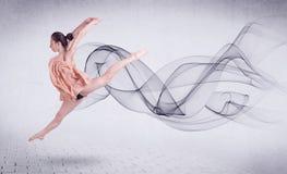 Bailarín de ballet moderno que se realiza con remolino abstracto Imagenes de archivo