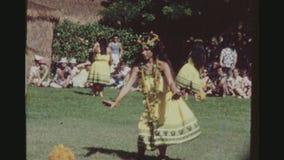 Bailarín de Hula en la ejecución amarilla del equipo almacen de metraje de vídeo