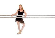 Bailarín de la bailarina en la barra del ballet Foto de archivo