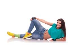 Bailarín de la calle que pone en el suelo Fotos de archivo libres de regalías