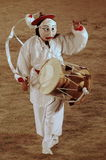 Bailarín de la máscara con el tambor Imágenes de archivo libres de regalías