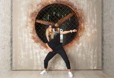 Bailarín de la muchacha de la danza de la calle Imágenes de archivo libres de regalías