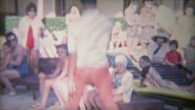 1956: Bailarín de lujo del juego de piernas que realiza los últimos movimientos Miami, la Florida almacen de video