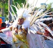Bailarín de oro del carnaval foto de archivo libre de regalías