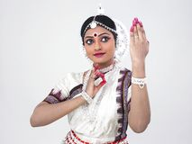 Bailarín de sexo femenino clásico indio Foto de archivo libre de regalías